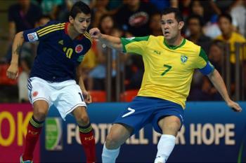 Do nedělního finále MS postoupila Brazílie a Španělsko